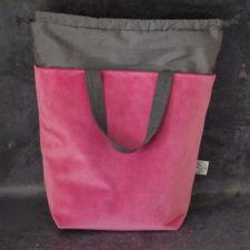 Velvet bag with contrasting drawstring liner.